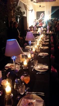 Το τραπέζι μας, μία υπέροχη δημιουργία της Μυρτώς Πεζούλα, όπως όλη η Στοά άλλωστε...