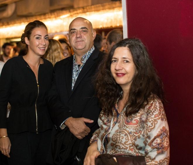 Άννα Χατζηνάσιου, ο γκαλερίστας Γεράσιμος Καπάτος και η διευθύντρια του Neon Curatorial σε συνεργασία με την White Chapel Gallery Νάγια Γιακουμάκη