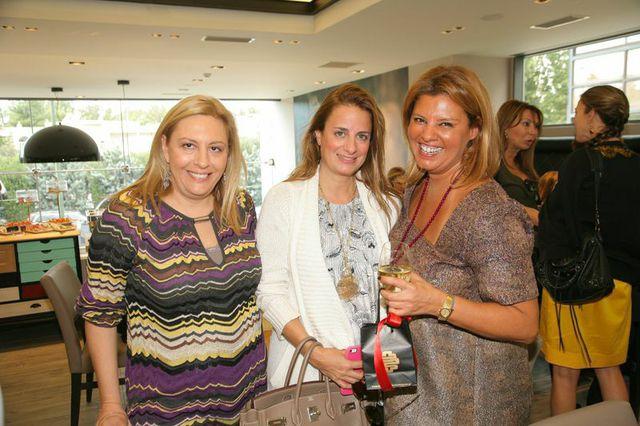 Με την Ντόρα Πάλλη και την Ιωάννα Λαλαούνη