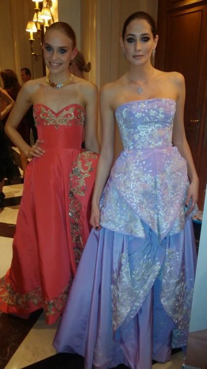 "Backstage: Από τα καλύτερα show του Oscar de la Renta, η τελευταία του collection...Πολλές από τις καλεσμένες της χθεσινής βραδιάς φόρεσαν μία από τις δημιουργίες του ""Πρίγκιπα""..."