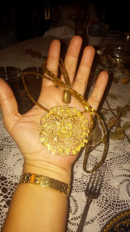 Για άλλη μία φορά, βουτάω το necklace της Βανέσσας...