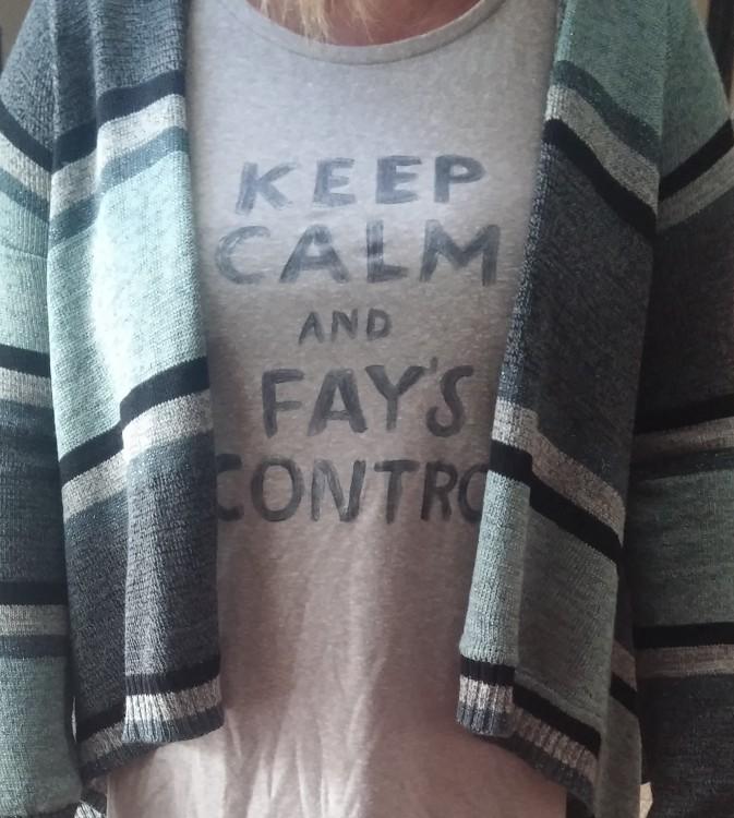 Keep Calm Fay! Πονάω...Φοράω το αγαπημένο μου T-Shirt της Έφης Παπαιωαννίδη και της Miss Flamingo, και το συνδυάζω με το cardigan της Crochelle, της Ελληνίδας Missoni!!!