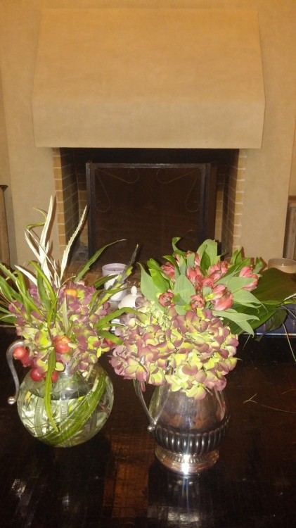 Οι κανάτες του νερού γεμάτες χειμωνιάτικα λουλούδια...
