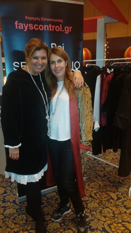 Η Σια Ξαναλάτου ήρθε στην Θεσσαλονίκη μόνο για να μας δώσει ένα φιλί και να μας ευχηθεί για τη επιτυχία της Velvet Collection, φορώντας το βελούδινο μαντό μας...Love you Siaki!!!!