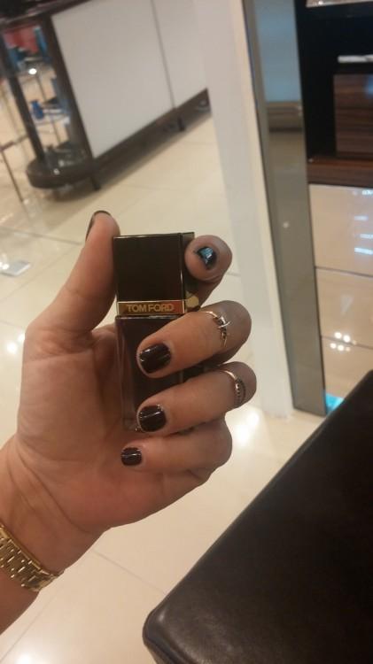 Love it!!!! Το Nail Lacquer Viper 10. Το οποίο, όταν το ανοίγεις το καπάκι του μετατρέπεται σε βάση για να βάλεις το χέρι σου και να βάψεις τα νύχια σου! Καλύτερα από το να καθόμουν μπροστά στον υπολογιστή μου και να τα έτρωγα...
