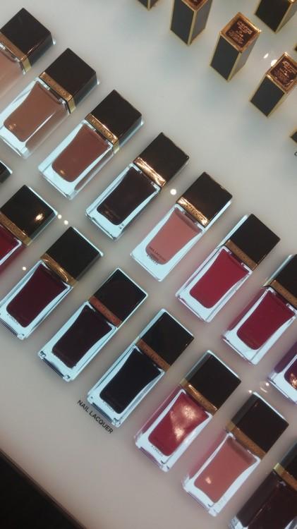 Η μάρκα TOM FORD BEAUTY απευθύνεται στον πιο απαιτητικό καταναλωτή παγκοσμίως σε ότι αφορά τα πολυτελή προϊόντα ομορφιάς. Ξεκίνησε από ένα και μοναδικό άρωμα το 2006, το BLACK ORCHID, και πλέον αποτελείται από μια ολοκληρωμένη συλλογή καλλυντικών, προϊόντων μακιγιάζ και βραβευμένων αρωμάτων.