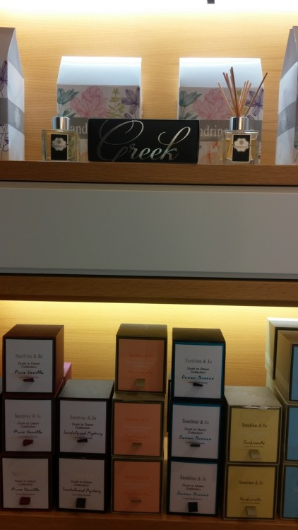 Τα Ελληνικά κεριά Sandrine & Jo σε περίοπτη θέση του Type Center, οι επιλογές κομψών δώρων είναι άπειρες...