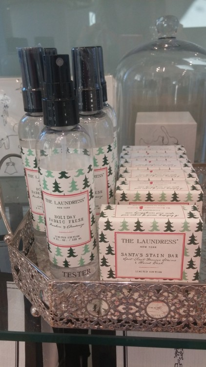 Oh my beloved Santa!!! Santa's stain bar & spray της The Laundress! Θα μπορούσα σίγουρα και χωρίς αυτά, όμως τα θέλω...