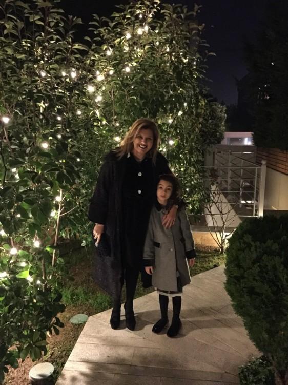 Παραμονή Χριστουγέννων, 9 το βράδυ...Φοράμε τα βελούδινα μας και πάμε να γιορτάσουμε την πιο μαγική βραδιά του χρόνου...