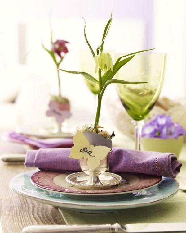 Το ομορφότερο art de la table και το seating arrangement γίνεται πάντα με συνθέσεις λουλουδιών...