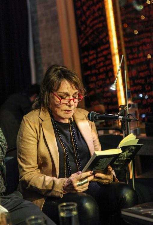 Η μητέρα του συγγραφέα, Μπέττυ Αρβανίτη διάβασε αποσπάσματα του βιβλίου