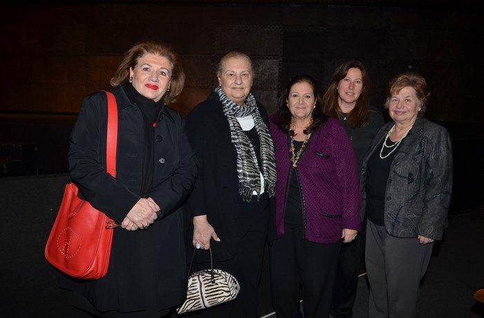 Η κα Άσπα Γυφτοπούλου, μέλος του Συλλόγου Ελπίδα, η κα Μπέκη Στραβελάκη, Ειδική Γραμματέας του Συλλόγου Ελπίδα, η κα  Ινώ Κωνσταντοπούλου, Γενική Γραμματέας του Συλλόγου Όραμα Ελπίδας, η κα Μαρισόλ Σταυριδάκη, νομική σύμβουλος του Συλλόγου Ελπίδα και η κα Άννα Παναγοπούλου, Διευθύντρια του Ξενώνα Ελπίδα
