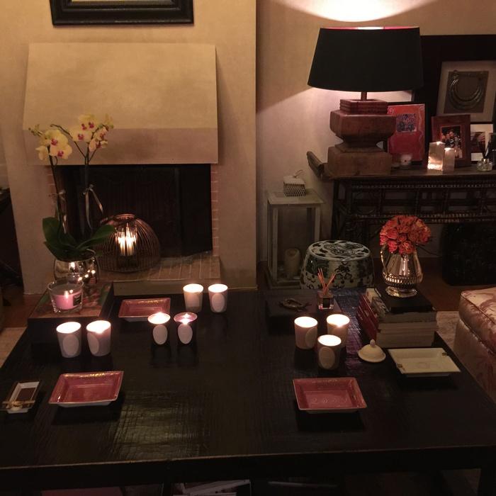 Ανάβω όλα τα κεριά της Laduree, μακριά όμως από την τραπεζαρία ώστε να μην ενοχλούν τα θεσπέσια αρώματα τους κατά τη διάρκεια του δείπνου...