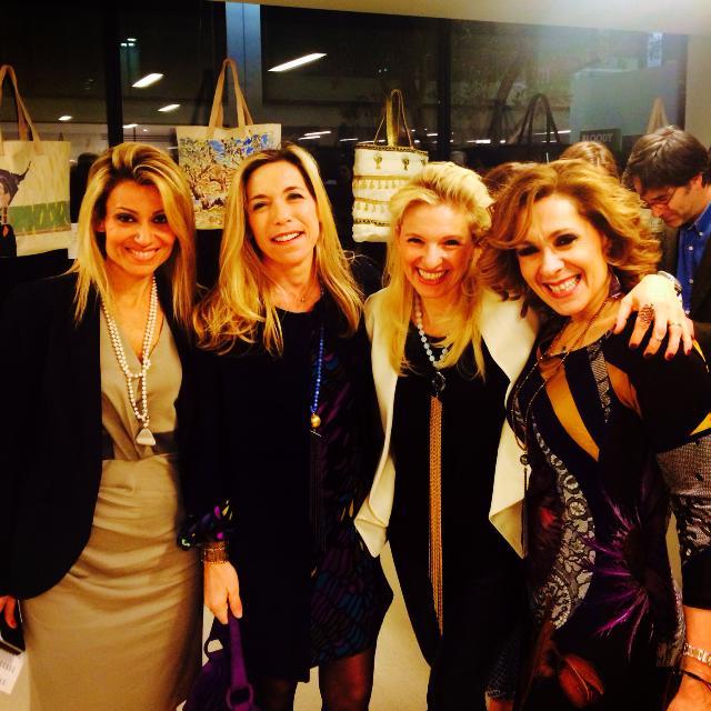 Βασιλική Λαζαράκου, Lara Tambacopoulou-Pouldorf, Βανέσσα Γερουλάνου, Τζίνα Θανοπούλου. Η Τζίνα ήταν η τυχερή που απέκτησε την tote bag της Βανέσσας