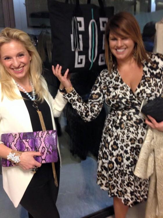 Τρέχω στην κολλητούλα μου, Βανέσσα Γερουλάνου, να της ευχηθώ για την δική της Tote Bag. Από τις ομορφότερες...Το Μαρινάκι, έχει βάλει τις τσάντες μας δίπλα δίπλα...