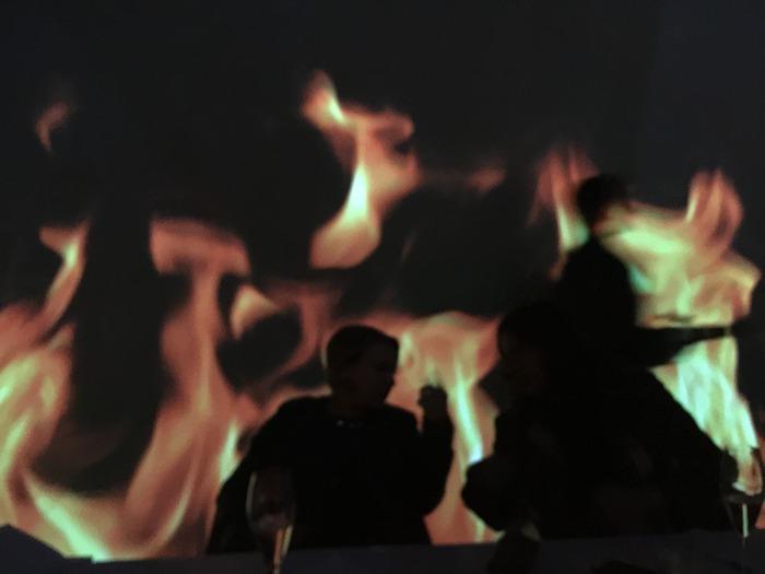 Φωτιά...Φλόγες στο βίντεο, στο τραπέζι μας, στο πιάτο μας...
