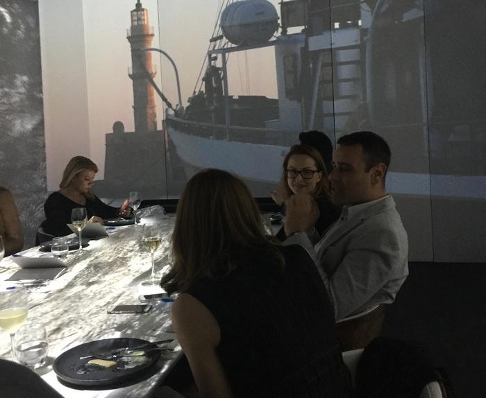 Η Στέλλα Ράπτη, ο Νίκος Γεωργιάδης και η Τζένη Μπαλατσινού στο deck ενός εμπορικού πλοίου...