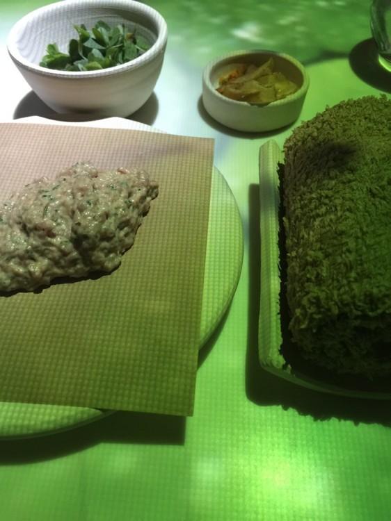 Για να δοκιμάσουμε Αρνί ταρτάρ με κρέμα χρένο ιπποφαές και βότανα...
