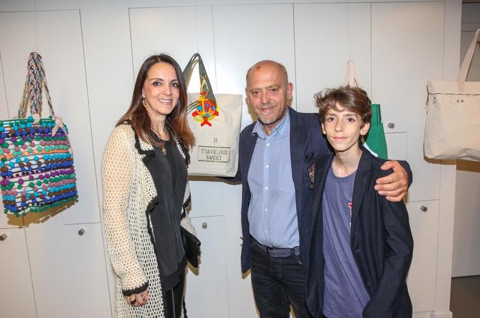 Η Έλενα Σύρακα με τον Στέλιο Παρλιάρο και τον γιο της