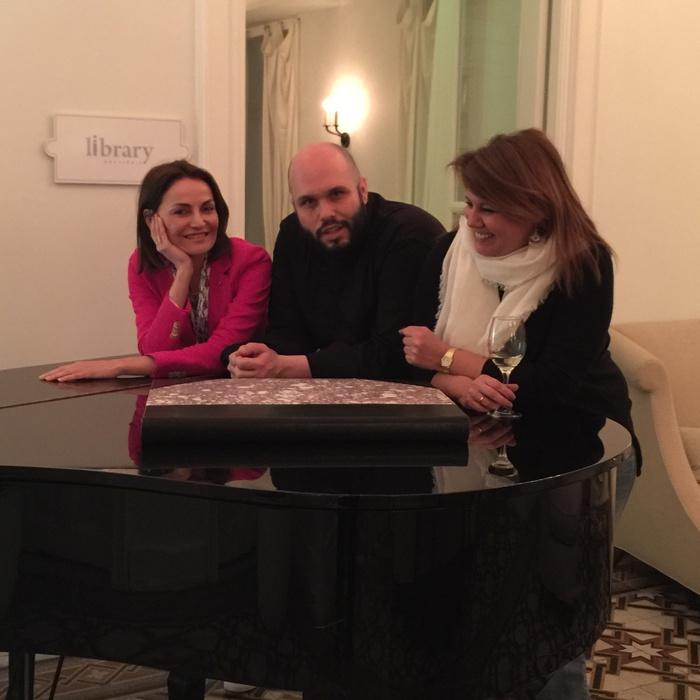 Ο Σταμάτης Μαρμαρινός ασχολείται πάνω από 12 χρόνια με την γαστρονομία και έχει αφήσει ανεξίτηλη την υπογραφή του σε μερικά από τα καλύτερα ξενοδοχεία και εστιατόρια της Ελλάδας, όπως το Βαρούλκο,  το 1800, το sea u up, το Grand Resort Aqua Blu και το Myconian Ambassador.