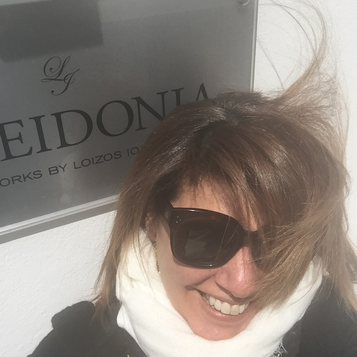 Έτοιμη! Βγαίνω πάλι στον βοριά του νησιού να ανακατέψει τα μαλλιά μου...Who cares? I think i'm in heaven...