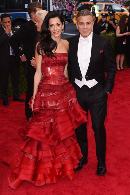 Amal & George Clooney. Η so hot right now Amal επέλεξε Maison Margiela