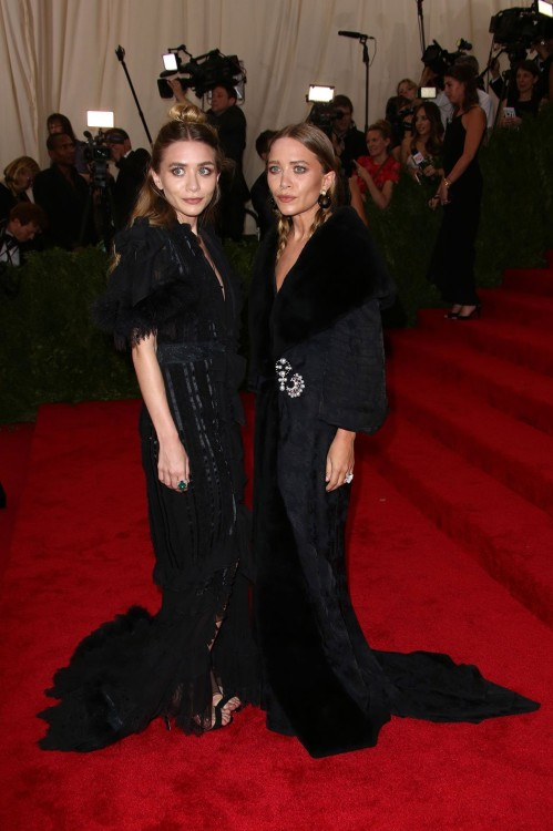 Mary Kate & Ashley Olsen με vintage Christian Dior