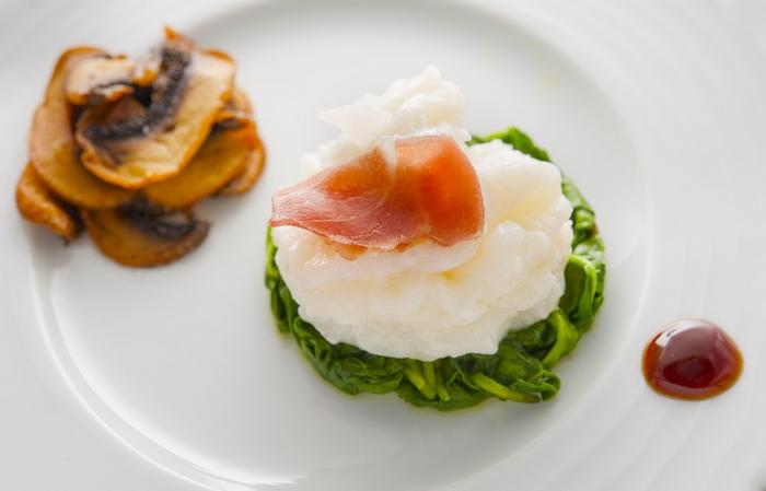 Αυτοκρατορικήγαρίδα με προσούτο, τηγανητό μανιτάρι,και λαχανικάσωτέμε oyster sauce,,,