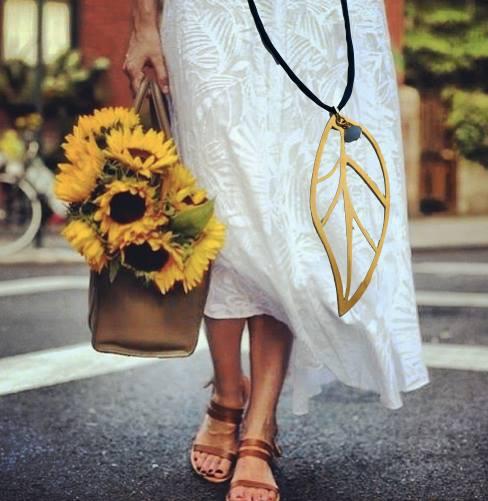 Στο Βazaar του MDA Ελλάς Summer in the City η TIARA θα παρουσιάσει την Καλοκαιρινή συλλογή κοσμημάτων TRANSPARENT CHARMS με αποκλειστικά σχεδιασμένα κομμάτια που στολίζουν ανάλαφρα κάθε γυναίκα. Xαρούμενα σχέδια ,τυχερά παντατίφ και σύμβολα δένονται με αλυσίδες ,χρώματα της εποχής σε hippie cords και ημιπολύτιμες χάνδρες και δημιουργούν κρεμαστά, βραχιόλια και σκουλαρίκια μοναδικά σε σχεδιασμό , ποιότητα και ομορφιά! Επίσης θα παρουσιαστούν διακοσμητικά αντικείμενα για τα καλοκαιρινά μας σπίτια ,επιτραπέζια γούρια, μοναδικά κεριά και παιδικά χειροποίητα δώρα. Είμαστε ενθουσιασμένοι και χαιρόμαστε που υποστηρίζουμε το έργο του MDA Ελλάς. Λιάνα Ζερβού...