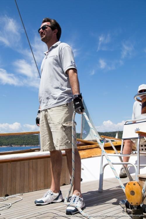 Ο πρίγκίπας Νικόλαος στο σκάφος Αφρόεσσα κατά τη διάρκεια των αγώνων