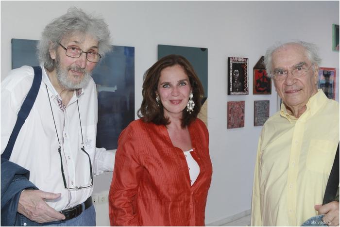 Ο καλλιτέχνης Σωτήρης Σόρογκας με την Διευθύντρια της Gallery Citronne και ιστορικό τέχνης, Τατιάνα Σπινάρη – Πολλάλη και τον Χρήστο Γιανναρά