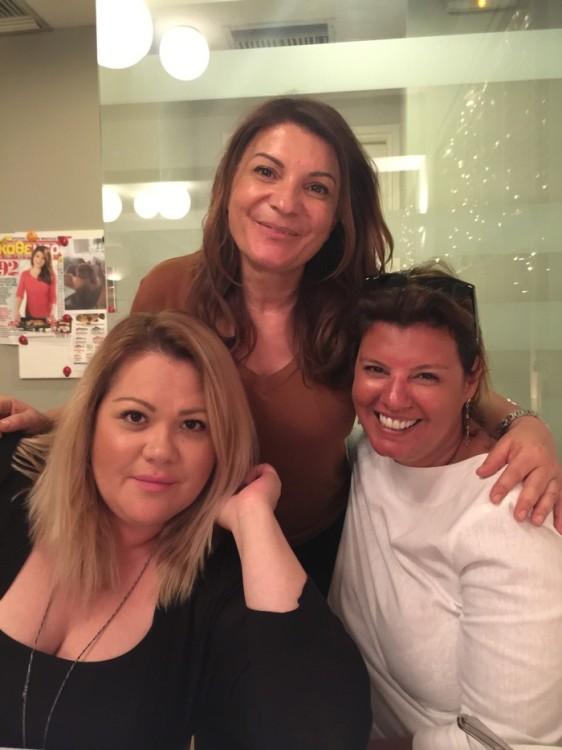 Με την Χρίσλα Γεωργακοπούλου και την Αργυρώ Μπαρμπαρήγου. Καμιά φορά σκέφτομαι πως η Αρυρώ δεν χρειάζεται επίθετο. Είναι σαν την Αλίκη, σαν την Ελένη, είναι σταρ.