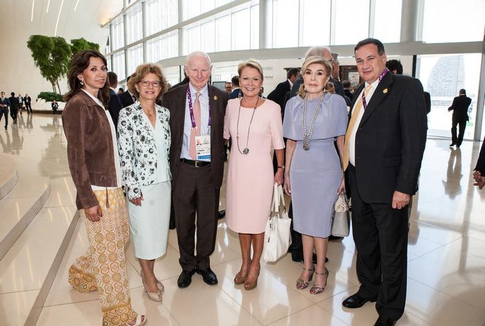 Αμαλία Βαρδινογιάννη, κυρία Bach, σύζυγος του Προέδρου της Διεθνούς Ολυμπιακής Επιτροπής, Patrick Hickey, Πρόεδρος Ευρωπαϊκών Ολυμπιακών Επιτροπών με τη σύζυγό του, Μαριάννα Β. Βαρδινογιάννη, Σπύρος Καπράλος, Πρόεδρος της Ελληνικής Ολυμπιακής Επιτροπής
