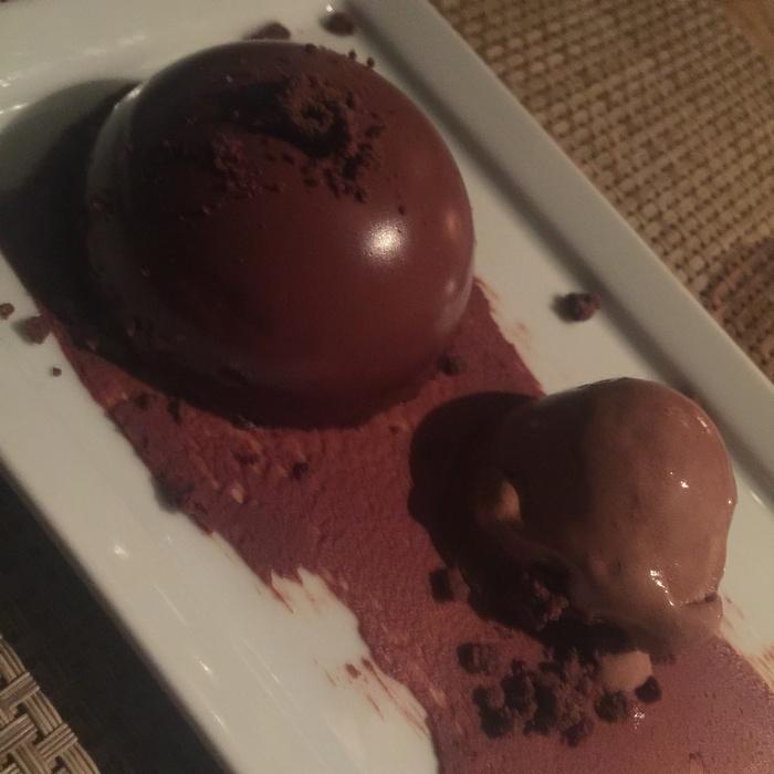 Μousse σοκολάτας με sorbet σοκολάτας και ganache...