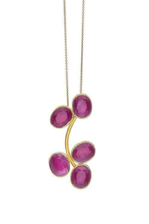 ok Grapes_Pendant with rubies 22K
