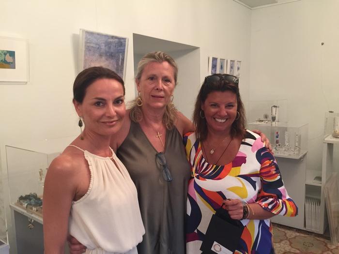 Με την διευθύντρια του Ποσειδωνίου Μαρία Στρατή και την Μαίρη Σαμόλη