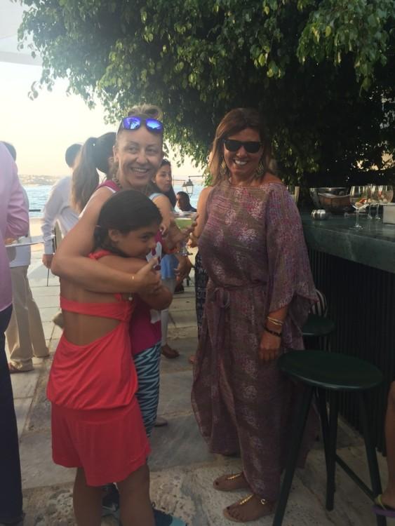 Με την Εύη Μπουραντά και την Χρυσάνθη Κούκιαρη