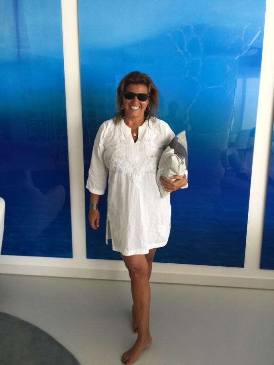 Είναι όλα υπέροχα...Το Μαρινάκι λείπει μόνο, η Μαρίνα Βερνίκου, αλλά κρατάω την αγαπημένη μου τσάντα που εμπνεύστηκε και σχεδίασε για την Creaid...Και την παίρνω τηλέφωνο...
