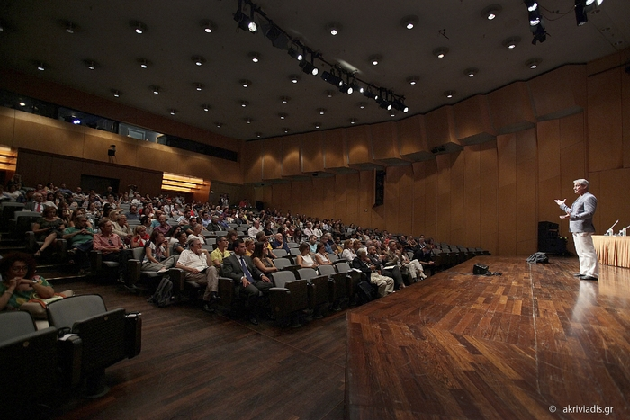Βγαίνοντας στην επιφάνεια. Η ιστορία του Greg Louganis. Αίθουσα Δημήτρης Μητρόπουλος, 16 Σεπτεμβρίου 2015.