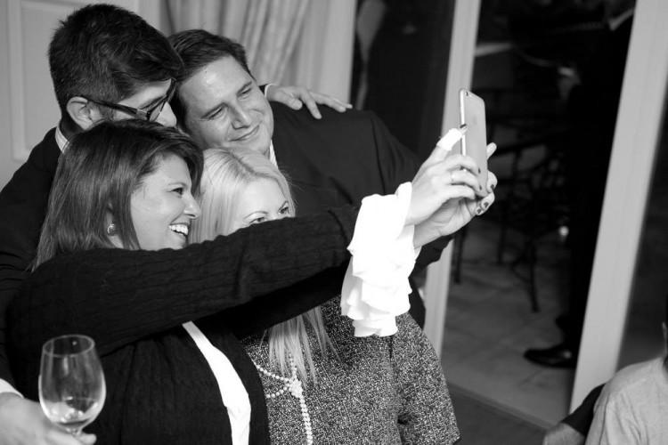 The selfie: Φαίη Μπέη, Κρις Γραμματίδης, Εύη Φέτση, Πάνος Δεληγιάννης