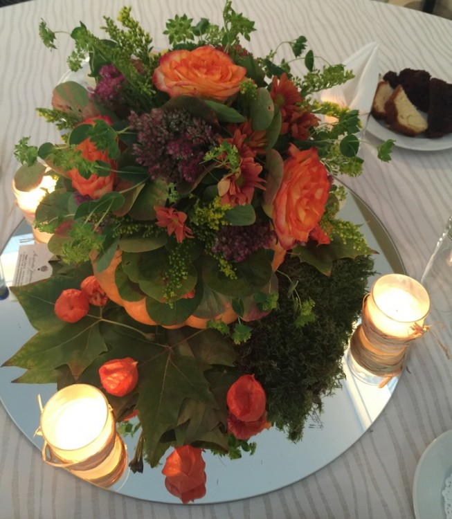 "Tataahh!!!! Η σύνθεση της Αντουανέτας το βράδυ της Παρασκευής στο πάρτι της Ελμίνας! Χωρίς να φωνάζει ""Halloween"", αλλά με ύφος απόλυτα φθινοπωρινό..."