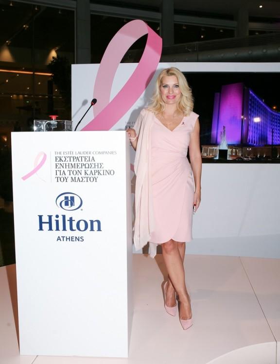 Η στιγμή της φωταγώγησης ανακοινώθηκε από την Πρέσβειρα της Εκστρατείας Ενημέρωσης για τον Καρκίνο του Μαστού της Estee Lauder,  Ελένη Μενεγάκη.
