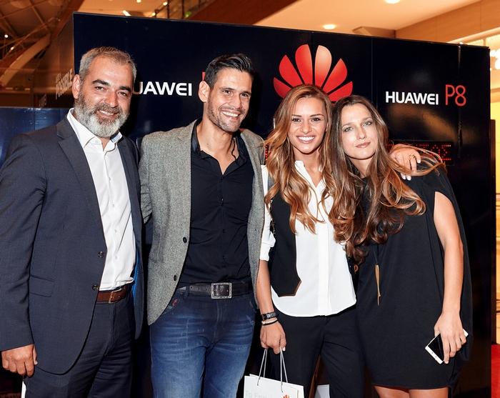 Ιούλιος Μώκος  Διευθυντής Προϊόντων Κινητής Τηλεφωνίας Huawei Ελλάδος – Δημήτρης Ουγγαρέζος – Ελένη Τσολάκη - Νατάσα Καραμπουρνιώτη  Marketing Manager Huawei Ελλάδος