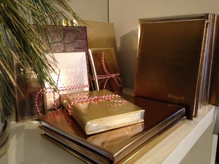 Χρυσά Ημερολόγια από Μεταλλικά Δέρματα