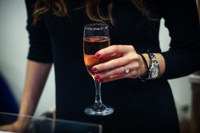 Ο Οίκος Gancia μας κέρασε ροζέ αφρώση οίνο από το πρωί έως το βράδυ! Ασταάτητα...Για 3.500 καλεσμένους...Και ευχαριστούμε την ΑΜΒΥΞ πολύ για αυτό! Cheers!!! xxx