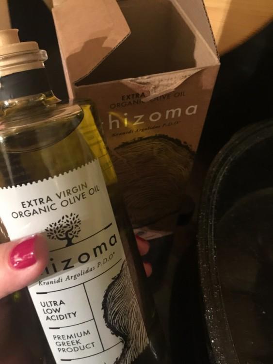 """Απλά, αλείφω το Ρολό μου με ελάχιστο Extra Virgin Organic Olive Oil """"Rhizoma:..."""