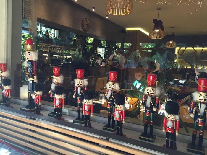 """Η γιορτινή ατμόσφαιρα στο """"museum"""" cafe-restaurant μας ενθουσιάζει ακόμη περισσότερο..."""