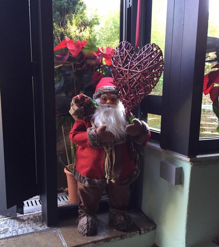 """Ένας Άγιος Βασίλης υποδέχεται μικρούς και μεγάλους στους εορταστικά διακοσμημένους χώρους του """"museum""""..."""