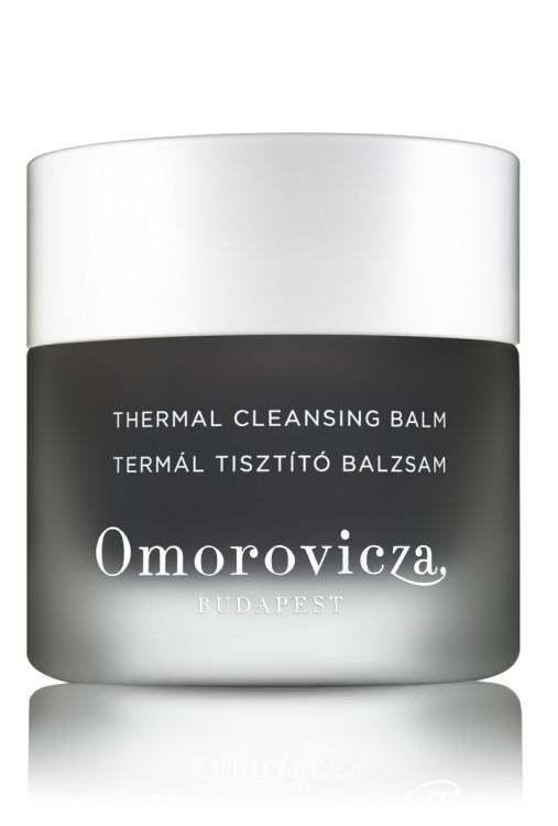 Απλώστε μία μικρή ποσότητα στο πρόσωπο και το λαιμό κάνοντας κυκλικές κινήσεις και έπειτα ξεπλύνετε καλά χρησιμοποιώντας ένα βρεγμένο, με χλιαρό νερό, γάντι καθαρισμού προσώπου Omorovicza, για να προσφέρετε στην επιδερμίδα σας μία απαλή, καθαρή και λαμπερή εμφάνιση...