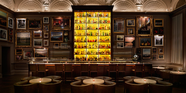 Το ίδιο βράδυ πάμε στο Berners Tavern...